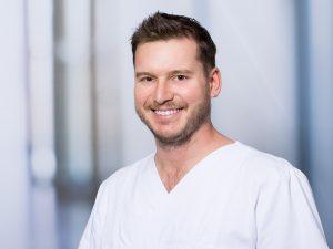 MUDr. Univ. Bratisl. Vladimir Hrivik, Oberarzt in der Sektion für konservative und operative Wirbelsäulentherapie im Klinikum Ingolstadt