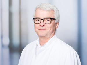 Dr. Günter Schmidt, Leiter der Sektion Hand- und Plastische Chirurgie im Klinikum Ingolstadt