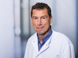 Prof. Dr. Christof Wagner, Geschäftsführender Oberarzt im Zentrum für Orthopädie und Unfallchirurgie im Klinikum Ingolstadt