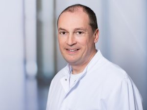 Dr. Florian Schmidt, Oberarzt der Klinik für Neurologie im Klinikum Ingolstadt