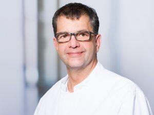 Dr. med. Andreas Mayr, Oberarzt und Leiter der Schmerzmedizin der Klinik für Anästhesie und Intensivmedizin im Klinikum Ingolstadt