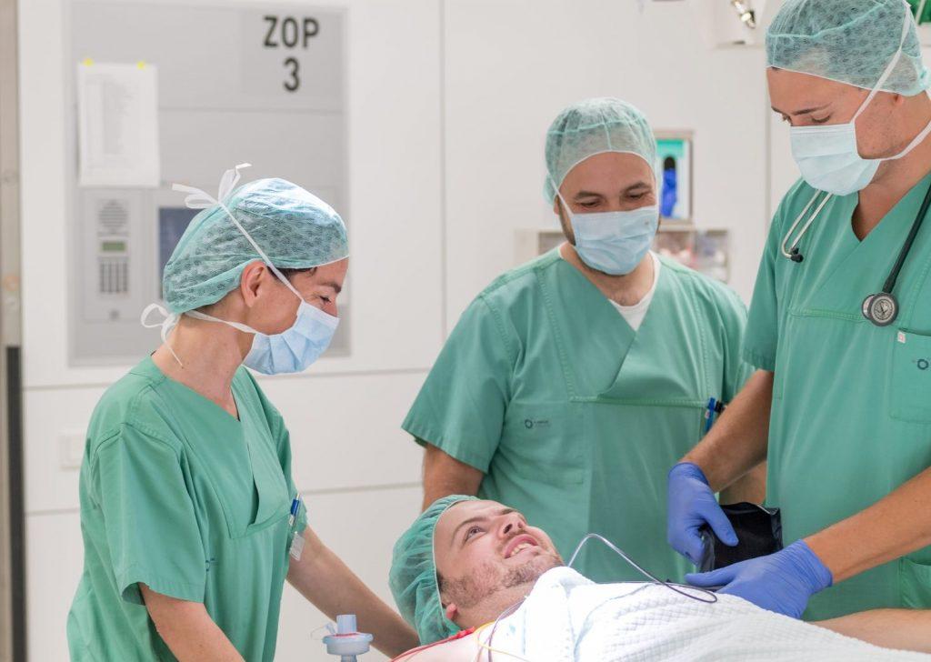 OP-Team der Anästhesie im Klinikum Ingolstadt kümmert sich um seinen Patienten