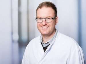 Dr. Maximilian Loos, Oberarzt im Zentrum für psychische Gesundheit am Klinikum Ingolstadt