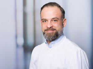 Dr. Richard Brucker, Oberarzt der Klinik für Neurochirurgie im Klinikum Ingolstadt