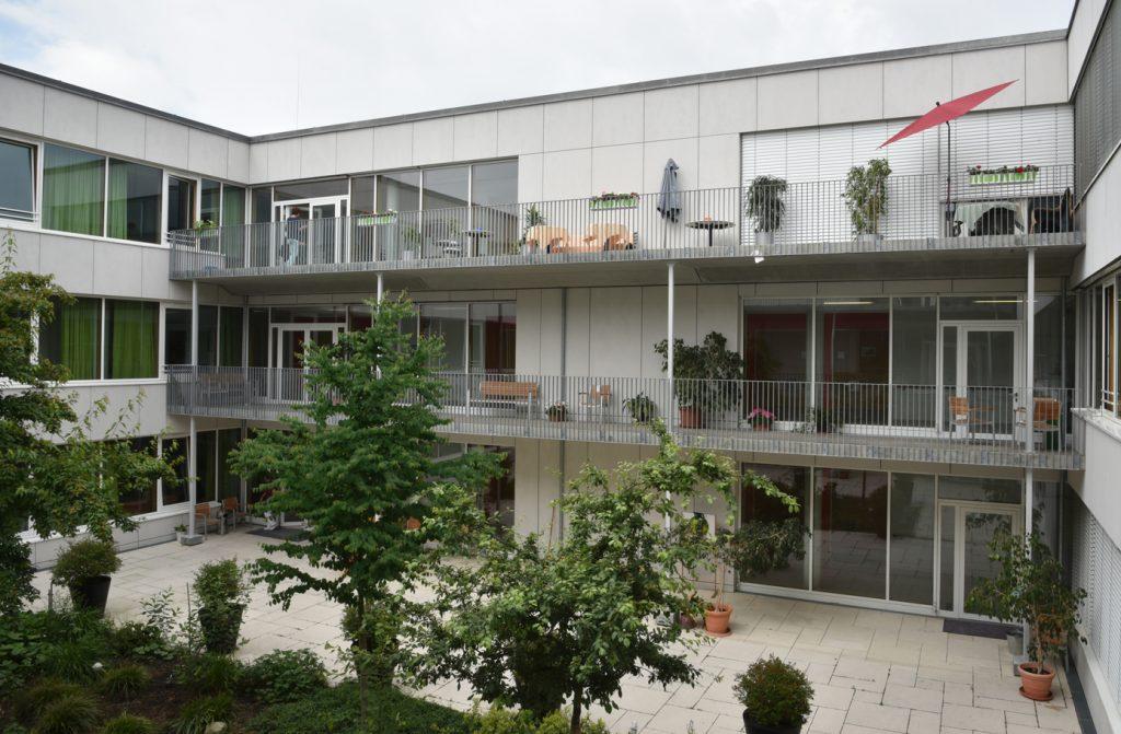 Innenhof des Anna Ponschab Hauses am Klinikum Ingolstadt