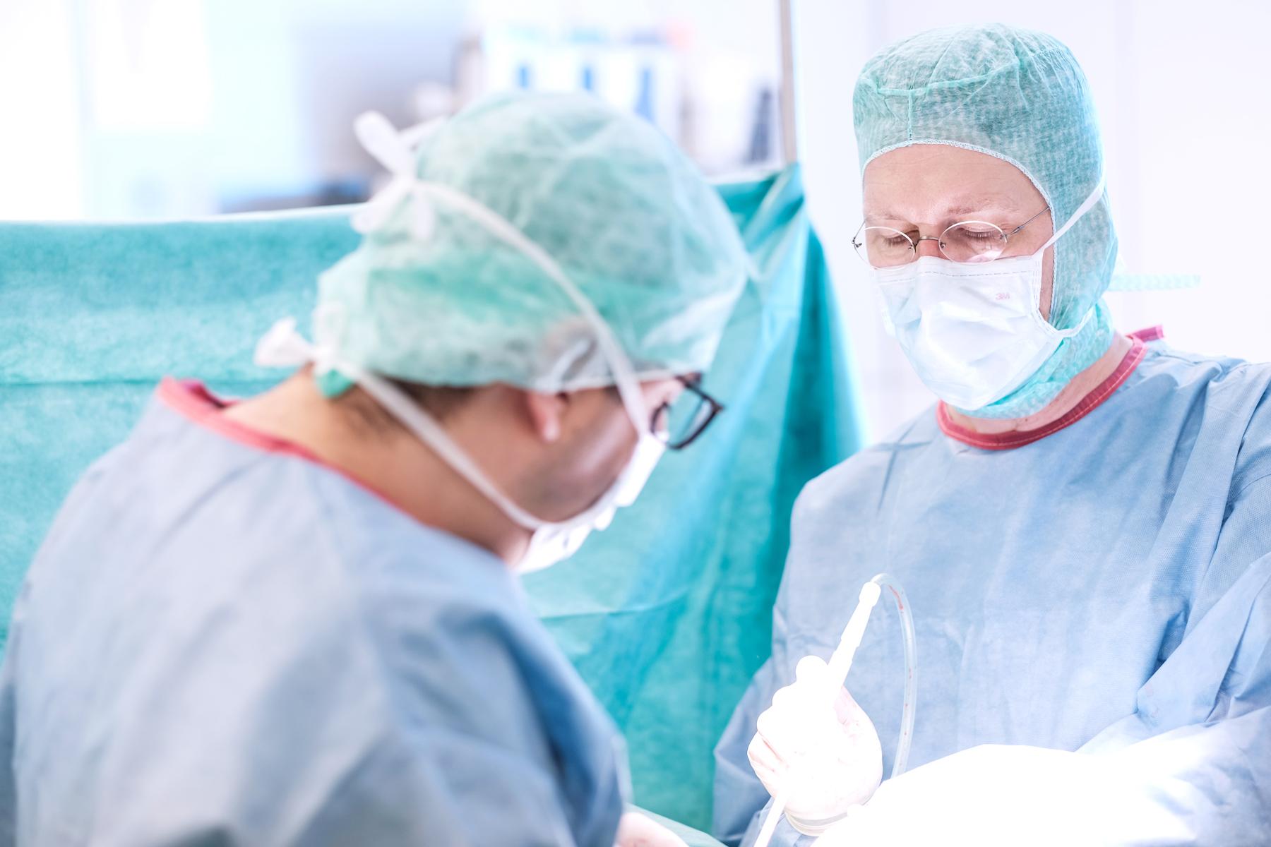 Dr. Micha Bahr, Direktor der Klinik für Kinder- und Jugendchirurgie im Klinikum Ingolstadt, im OP