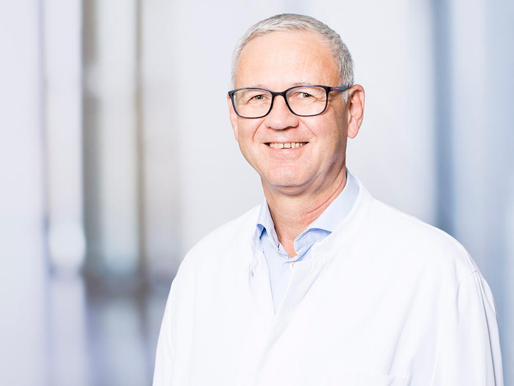 Prof. Dr. Michael Wenzl, Direktor des Zentrums für Orthopädie und Unfallchirurgie im Klinikum Ingolstadt
