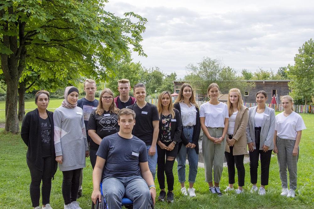 13 junge Frauen und Männer haben heute ihren ersten Ausbildungstag im Klinikum Ingolstadt.
