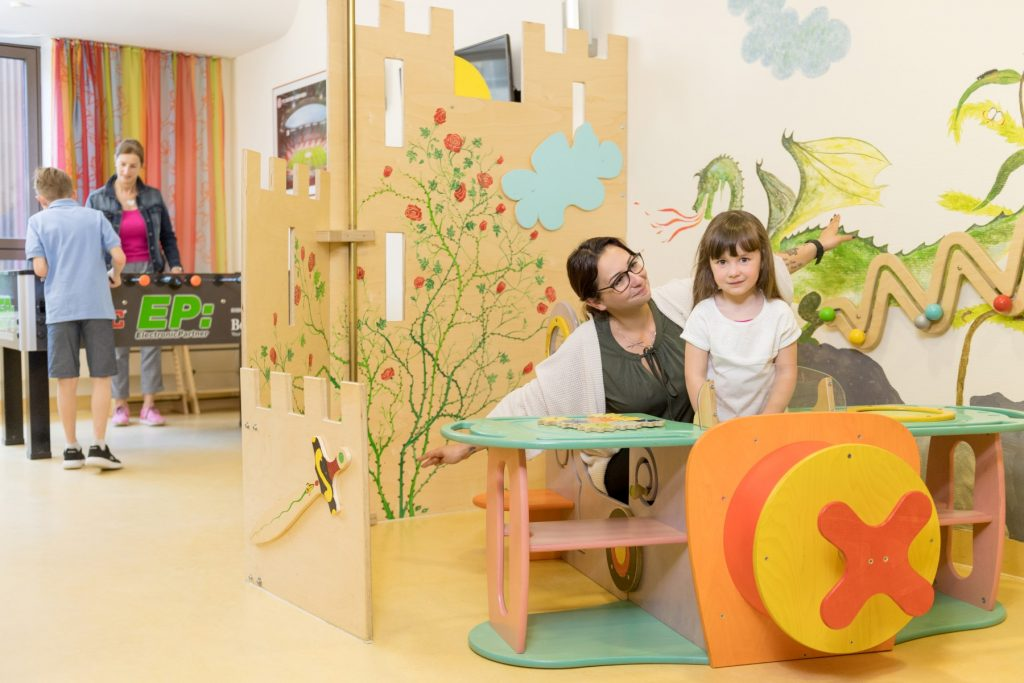 Spielzimmer auf Station 52 im Klinikum Ingolstadt (2)