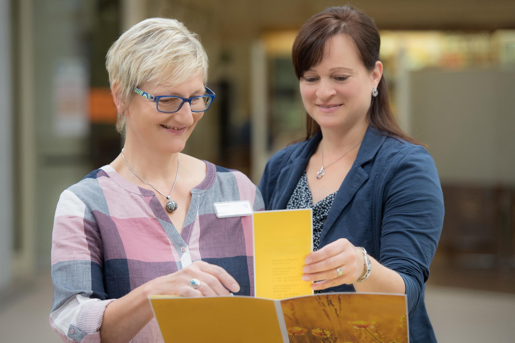 Zwei Damen des Sozialdienstes im Klinikum Ingolstadt